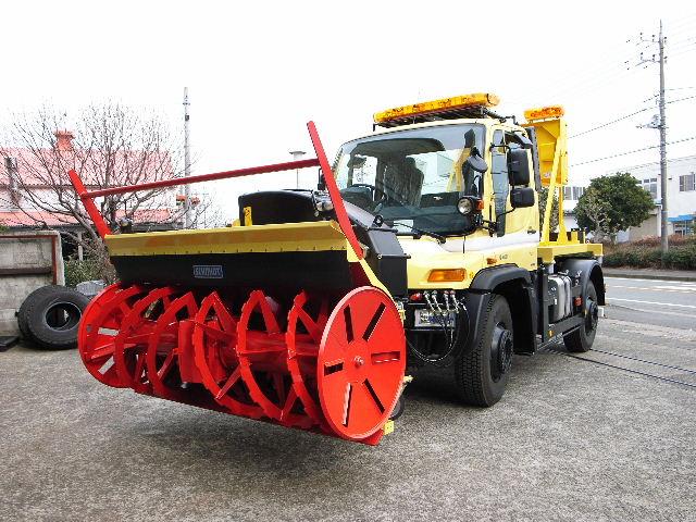 ロータリー除雪装置付きウニモグU400L